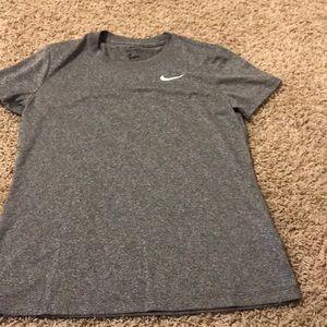 2 Nike shirts 👚